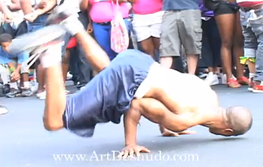 Great brake dancers in Manhattan, NYC.  (VIDEOS).
