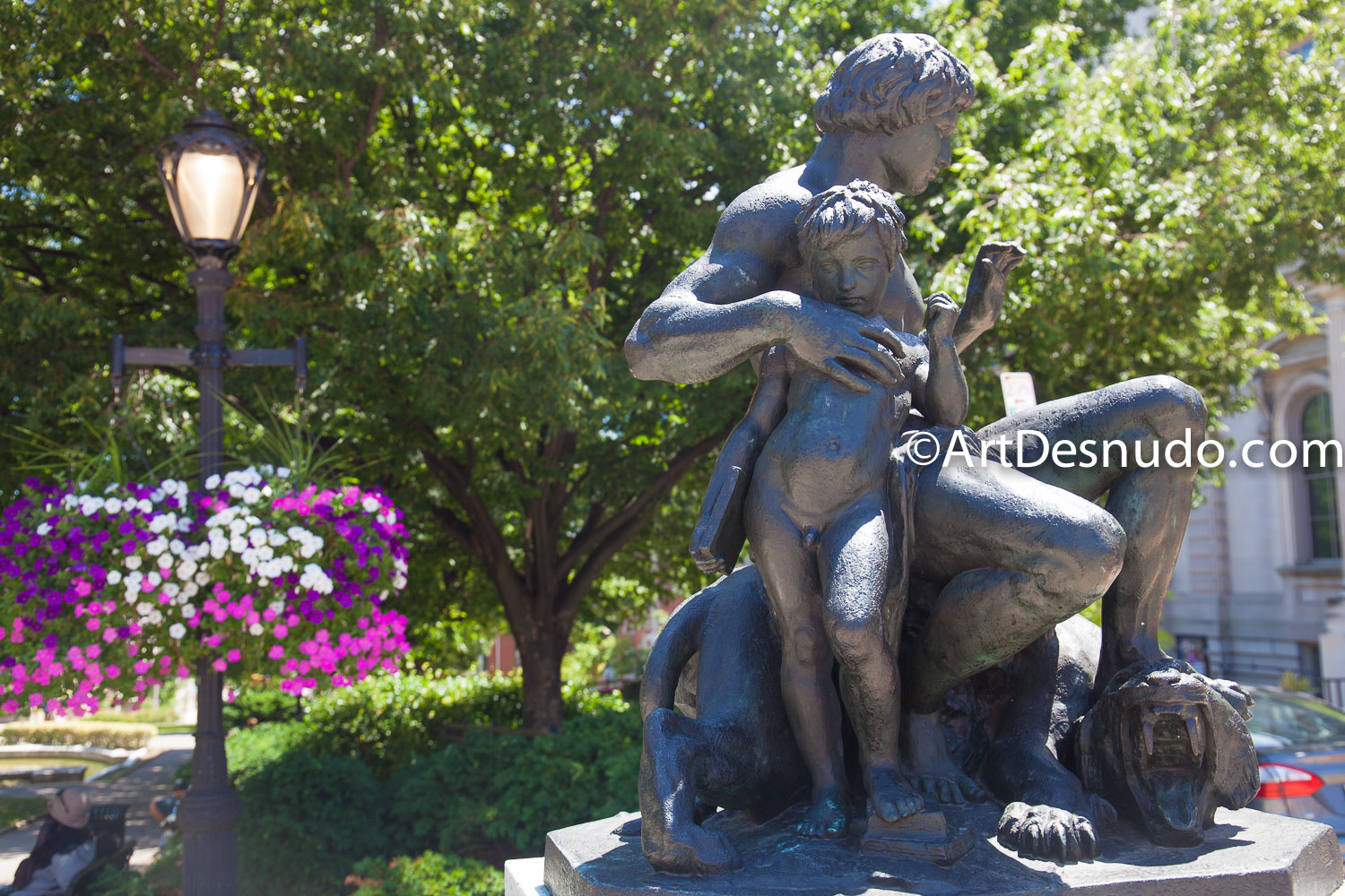 Naked male sculptures in Baltimore City, Maryland, United States of America. Photo by ArtDesnudo.com